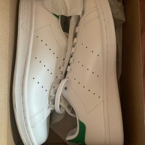 Woman's Stan smith size 7